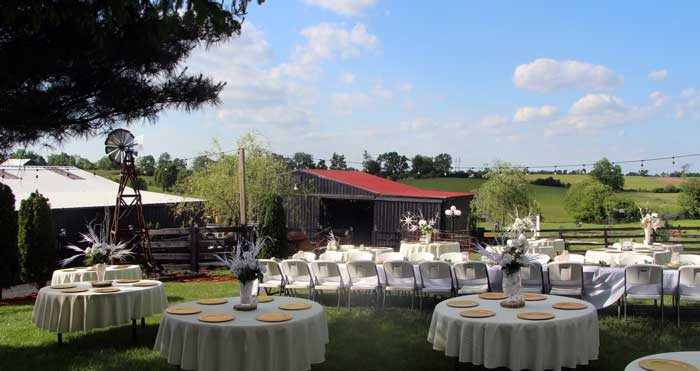 Wedding Venue At Rustic Moonlight Fields Wedding Farm In Kentucky